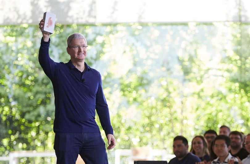 Apple-iPhone-Sells-1-Billion