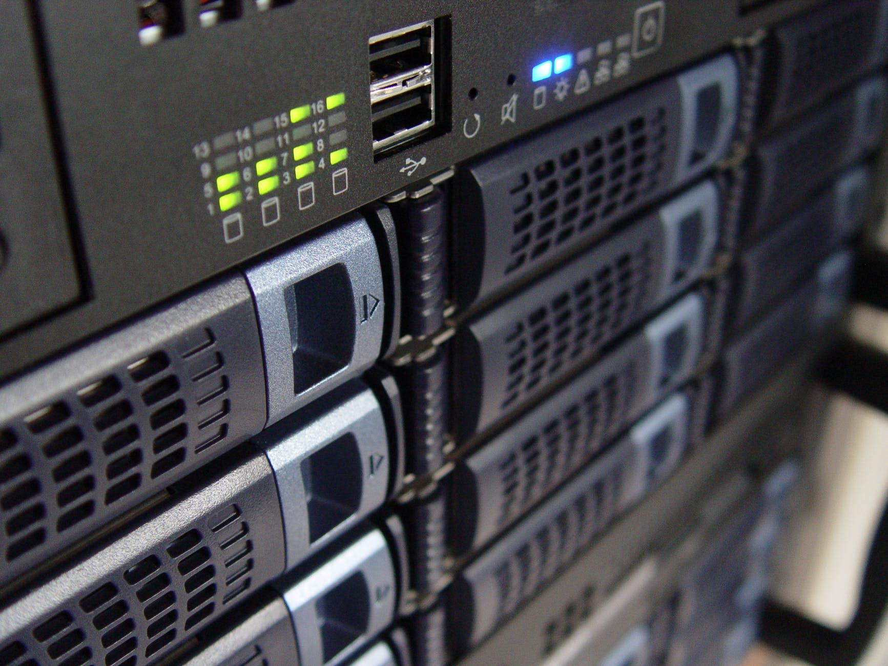 web hosting server qualities