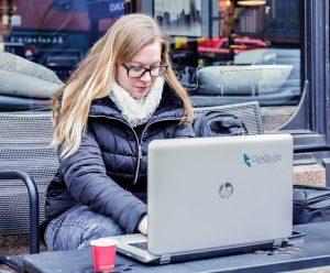 Nicole-Venglovicova-doing-remote-work-in-London