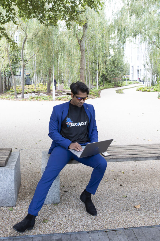 Digital-entrepreneur-working-remotely-living-the-laptop-lifestyle-while-managing-online-businesses